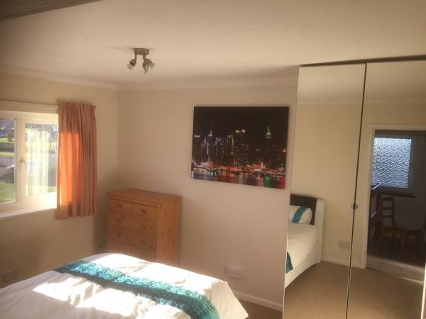 4 bedrooms, Old Lode Lane, B92 8LT